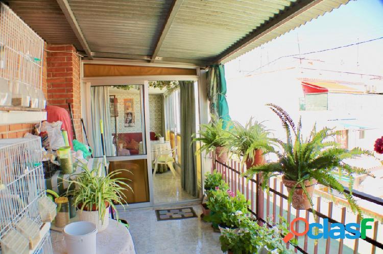 Se vende ático de 2 dormitorios en pleno centro de Benidorm