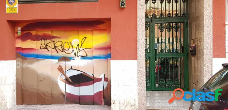 Se vende una plaza de garaje con trastero en Calle Ulpiano,