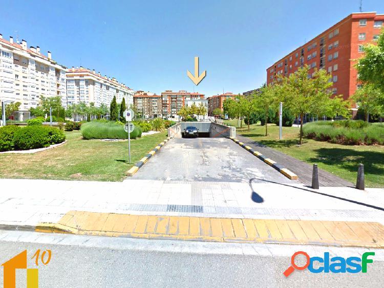 Se venden plazas de garaje en la calle Santiago,