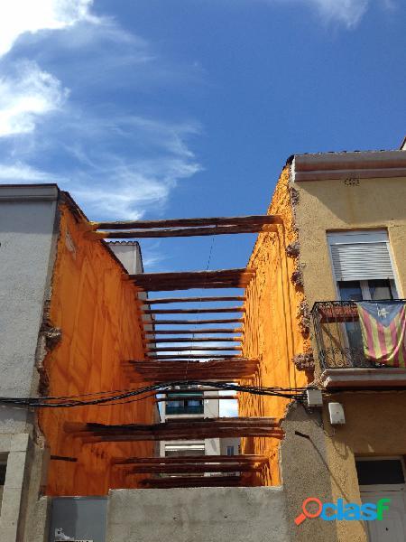 Solar a Gràcia amb façana de 4 X 48,21 metres amb un total