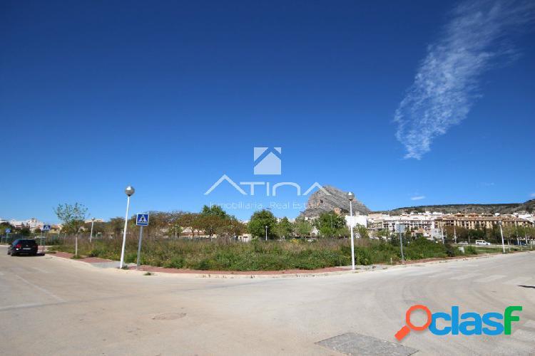 Solar urbano situado entre el pueblo y el puerto, muy cerca