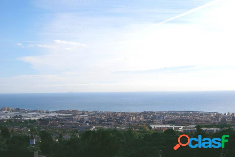 Terreno céntrico con vistas - Costa Barcelona