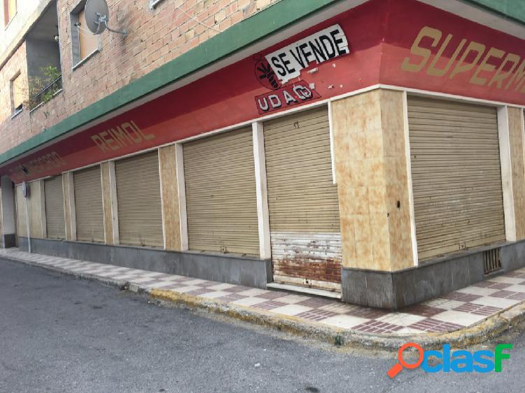VENTA DE LOCAL COMERCIAL EN HUETOR TAJAR CON 250M2 DE