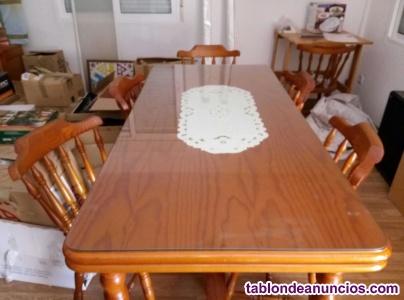 Vendo mesa de salón y 6 salla, de madera maciza.