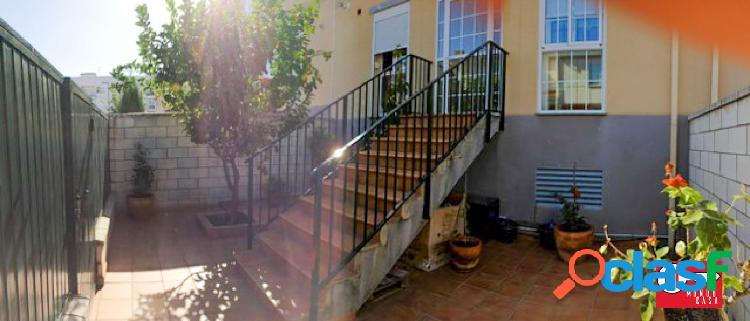 Venta de adosado en Zona cáceres el Viejo, con jardín