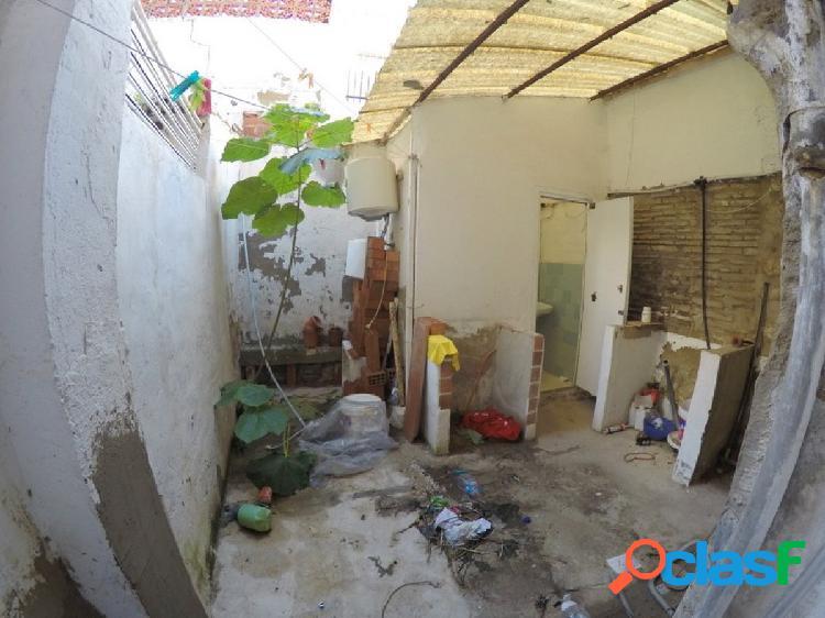 Venta de bajo vivienda con terraza de 12 m2 para actualizar