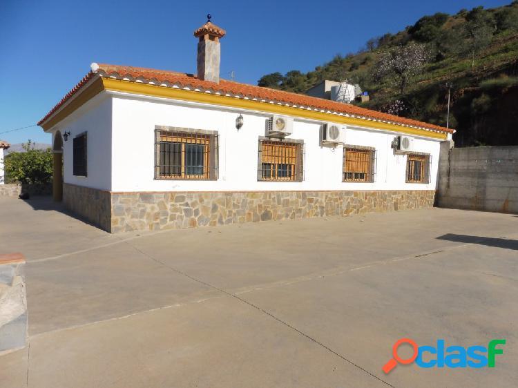 Venta de casa de campo en Álora asfaltado hasta la puerta