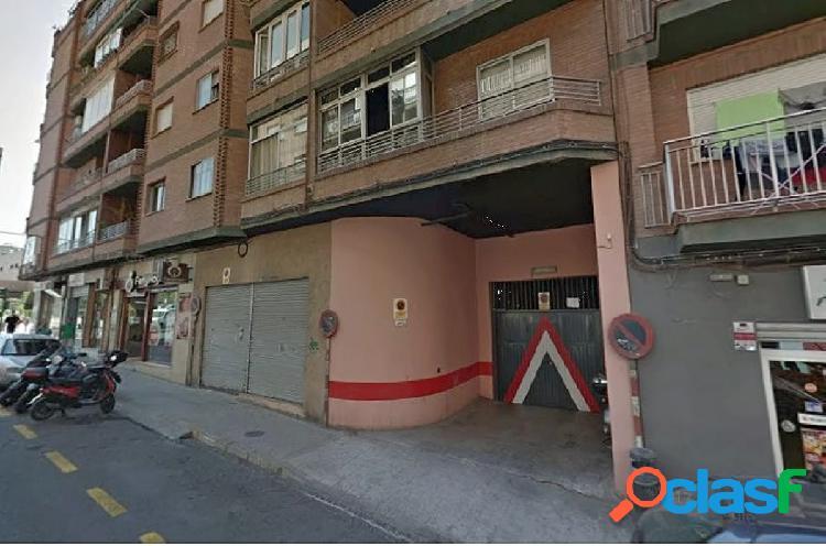 Venta de cochera en Granada (Zona Plaza de Toros)
