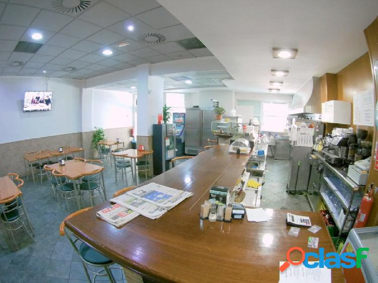 Venta de local comercial, actualmente bar restaurante en