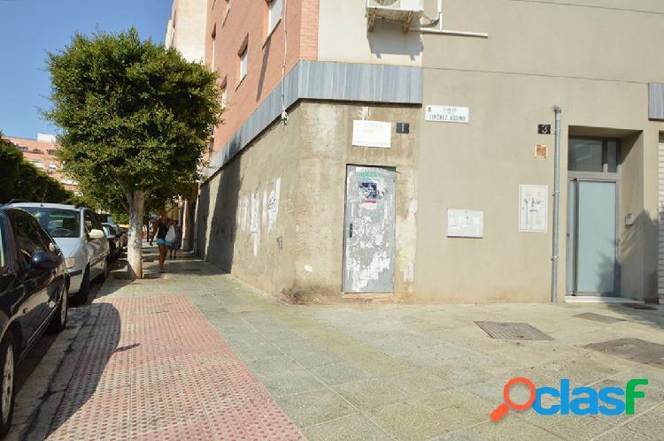 Venta de local comercial en Plaza Pavía