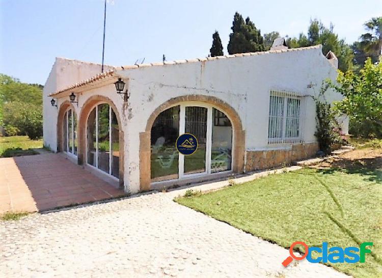 Villa Tradicional de 4 dormitorios y 2 baños en Urb.