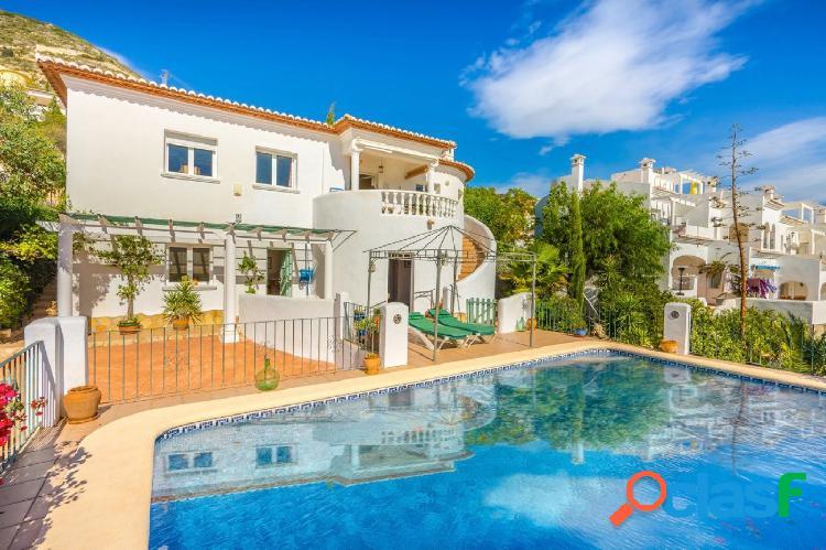 Villa a la venta en Jalón con excelentes vistas