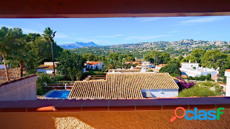 Villa a la venta en Moraira con vistas a mar y a la montaña