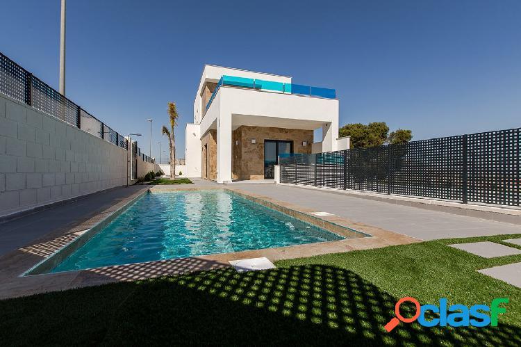 Villa con 3 Dormitorios 3 Baños y Piscina Privada en