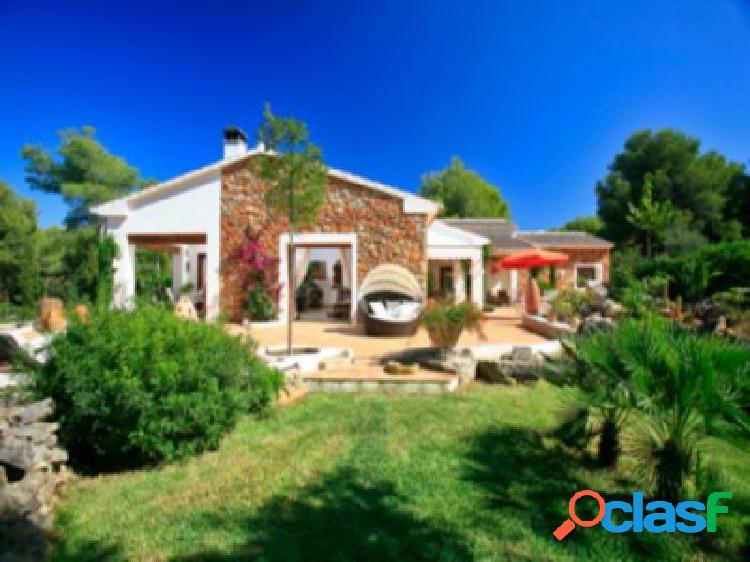 Villa con gran parcela en Javea