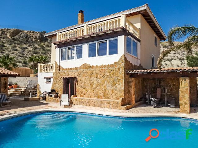 Villa con piscina privada en Mutxamiel