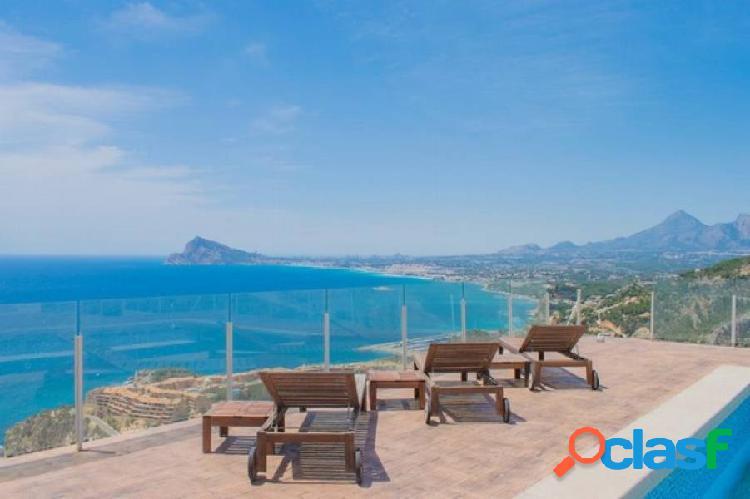 Villa con piscina y vistas al mar en venta en Calpe