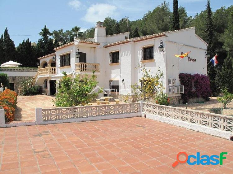 Villa con vistas al mar en la zona residencial de Rebaldi,