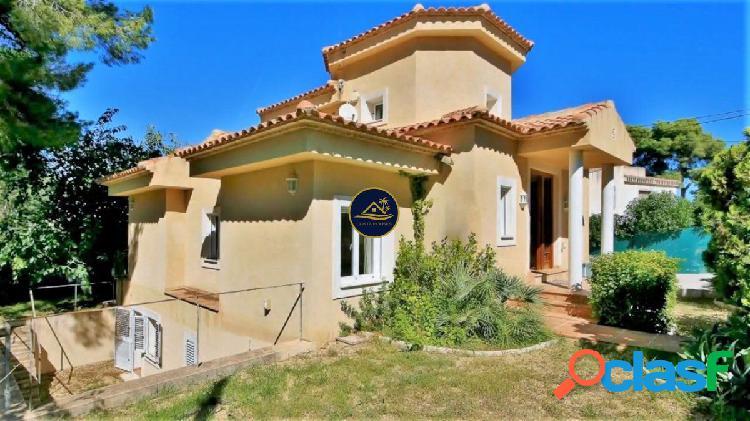Villa de 4 dormitorios, 5 baños, Piscina Privada y VISTAS