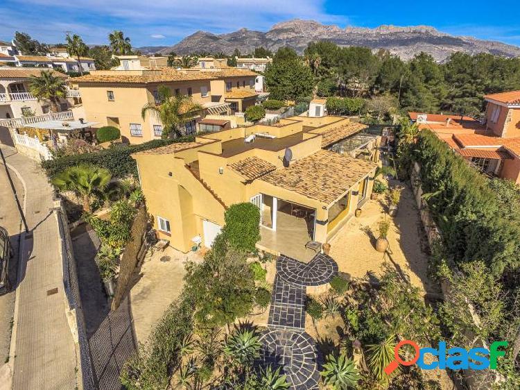Villa de 4 dormitorios con vistas al mar en La Nucía