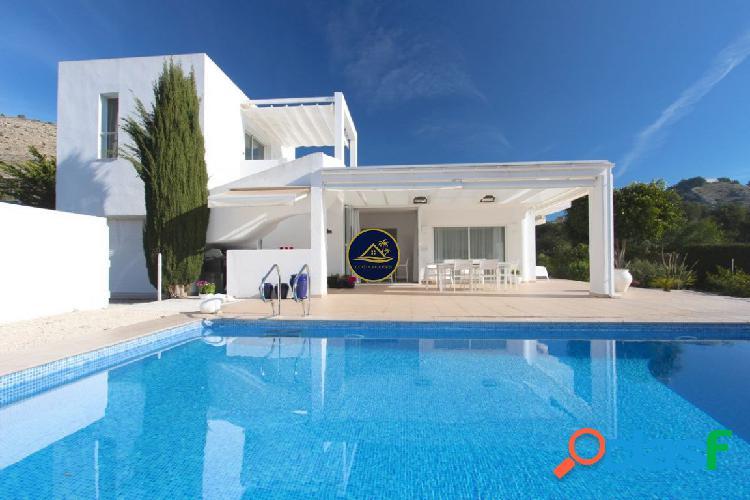 Villa de 5 dorm y 5 baños y Apartamento INDEPENDIENTE,