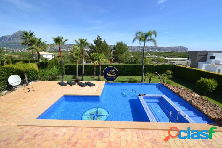 Villa de 5 dormitorios y 4 baños con VISTAS PANORAMICAS a