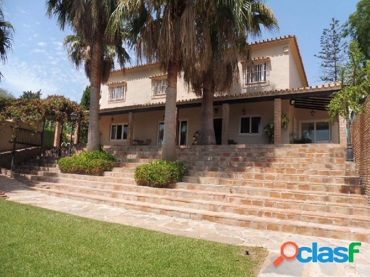 Villa de Lujo de 5 dormitorios en La Carihuela, Torremolinos