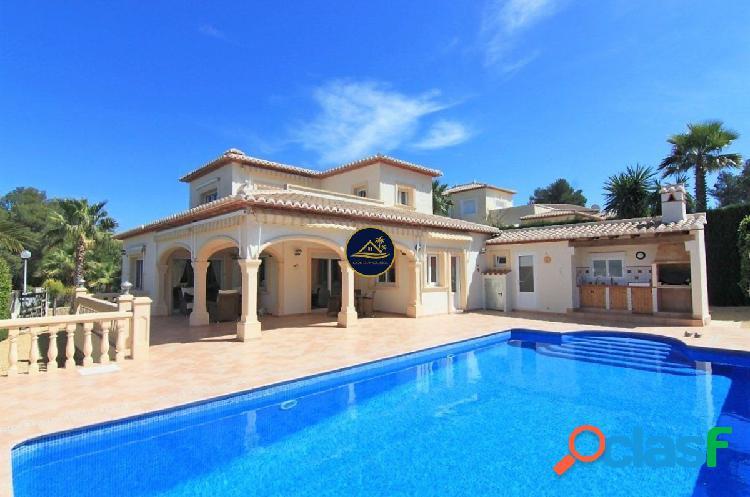 Villa de estilo CLASICO de 4 dorm. muy amplia en Monte