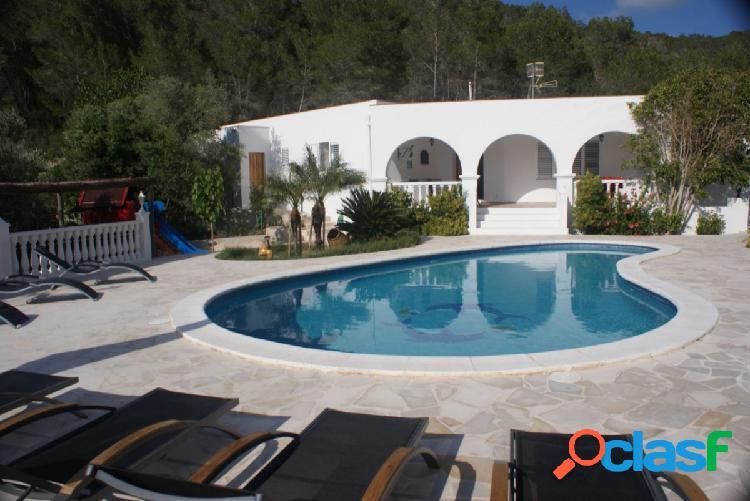 Villa de estilo Ibicenco, en Sant Miquel, Ibiza.