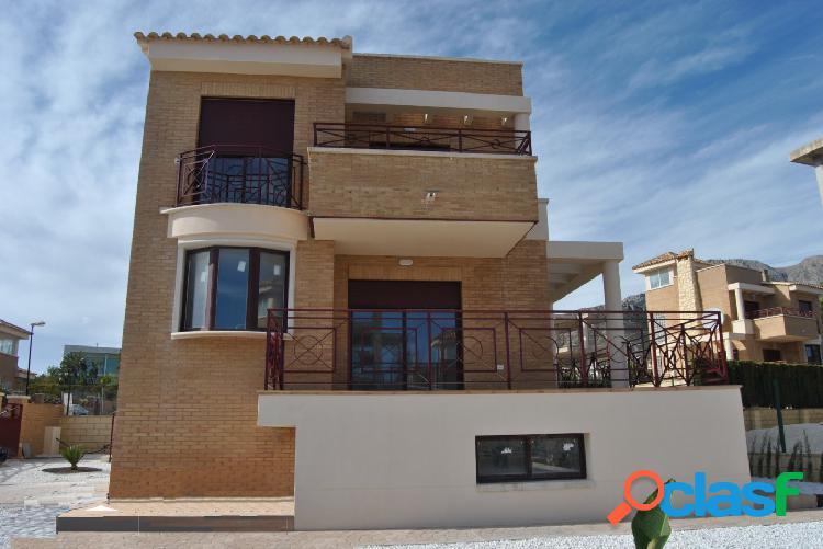 Villa de estilo mediterráneo con vistas al mar en La