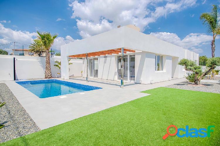 Villa de estilo moderno en una sola planta cerca de Alfaz