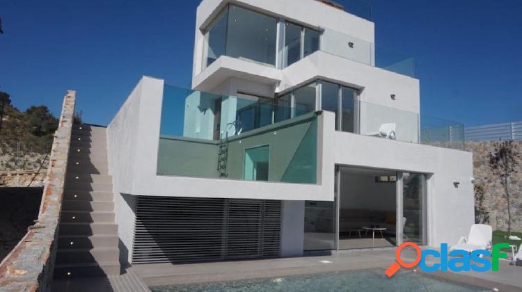 Villa de lujo de 4 dormitorios con vistas al mar