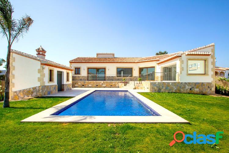 Villa de lujo de obra nueva en venta en Javea