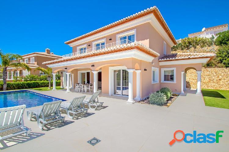 Villa de nueva construcción en venta en El Portet Moraira