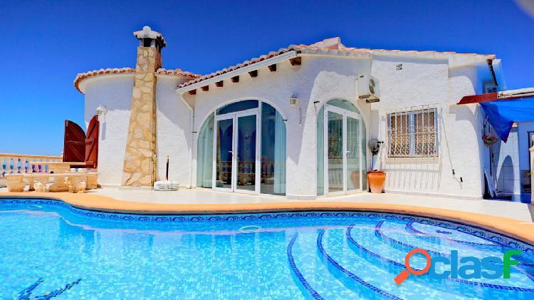 Villa en Cumbre del Sol con vistas despejadas al mar y a la
