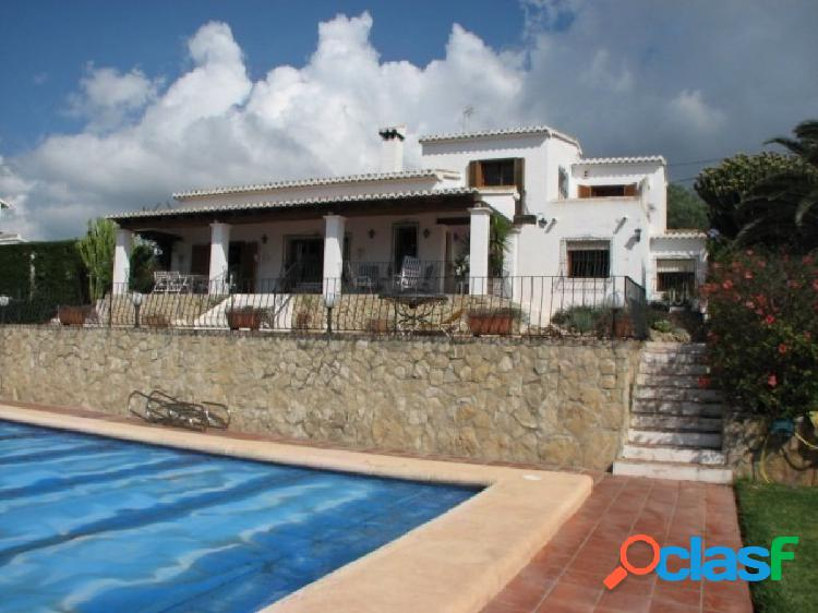 Villa en primera línea del Mar en venta en Moraira