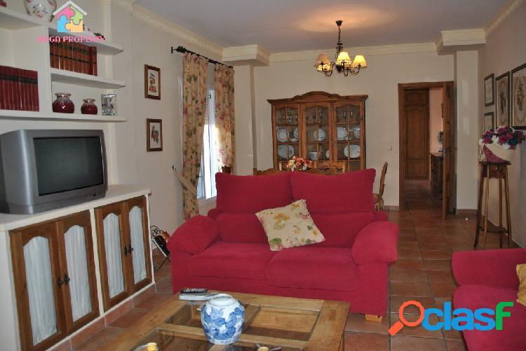 Villa en venta o alquiler en Pueblo Nuevo de Guadiaro
