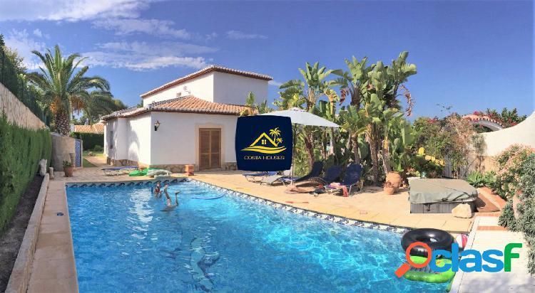 Villa estilo Finca Mediterránea en Javea con Vistas al Mar