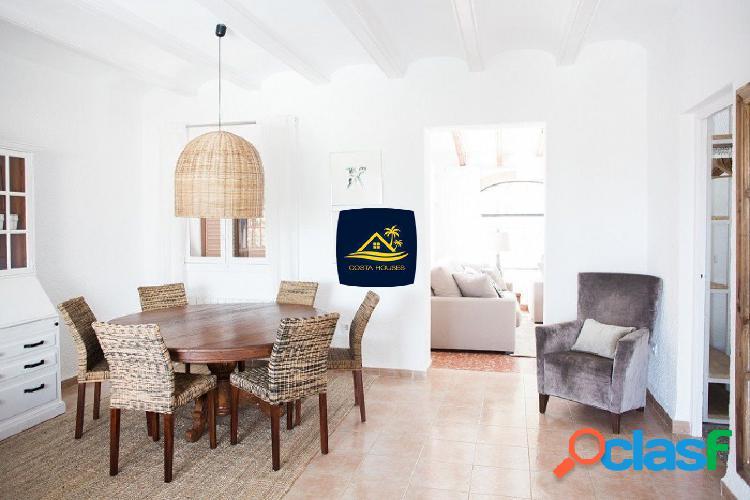 Villa estilo Ibicenco en JAVEA con pequeñas VISTAS AL MAR a