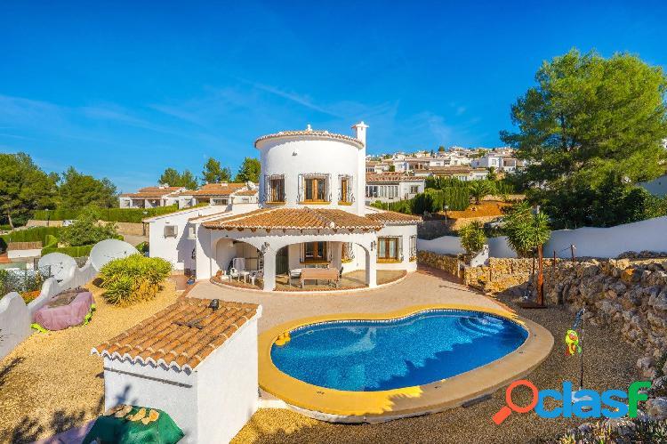 Villa familiar con espectaculares vistas en venta en