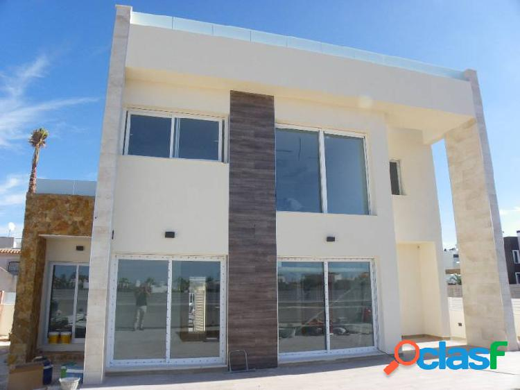 Villa in Torrevieja 3 bedrooms, 3 bathrooms,200 m from sea.