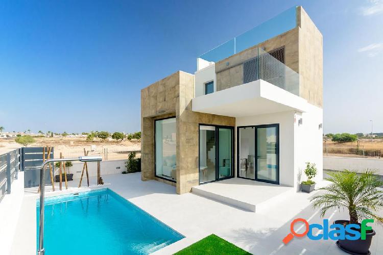 Villa independiente con piscina privada en Ciudad Quesada,