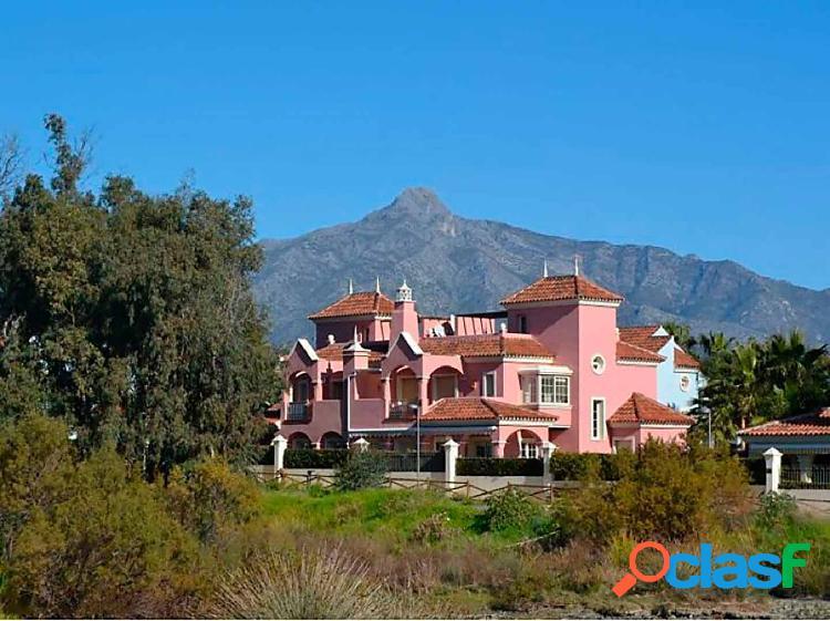Villa junto a Puerto Banús, muy cerca de la playa