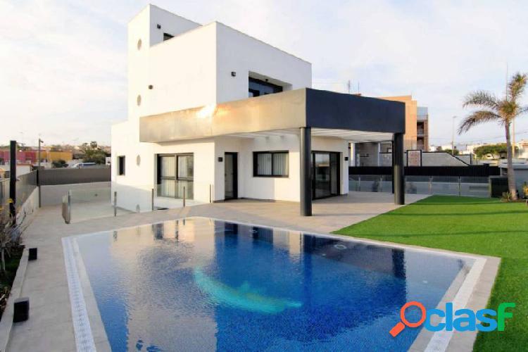 Villa moderna de lujo en primera linea de Mar