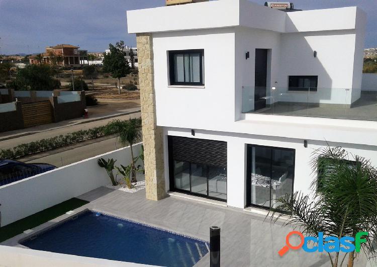 Villas con piscina privada en la zona de La Herrada en Los