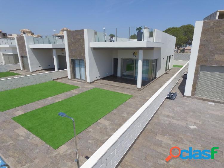 Villas de 4 dormitorios con amplio sótano, solarium y