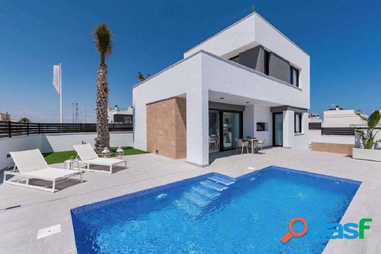 Villas independientes con piscina privada en la zona PAU-26