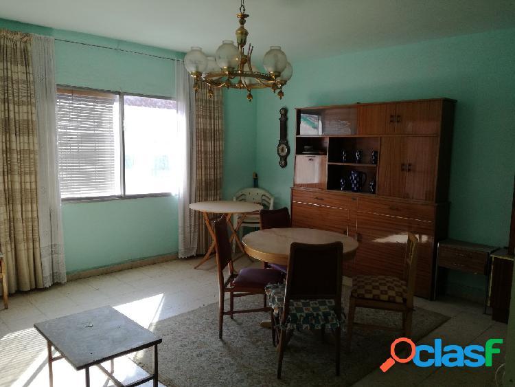 Vivienda amplia con 100 m2 de 4 dormitorios, baño completo,
