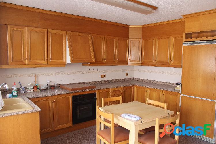 Vivienda de 94 m2 de 3 dormitorios, amueblada, en zona