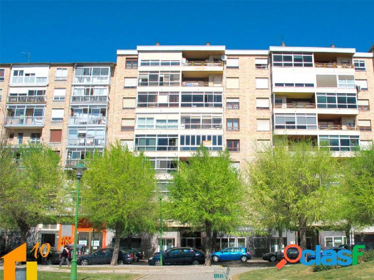 Vivienda de tres dormitorios en Fco. Martinez Varea